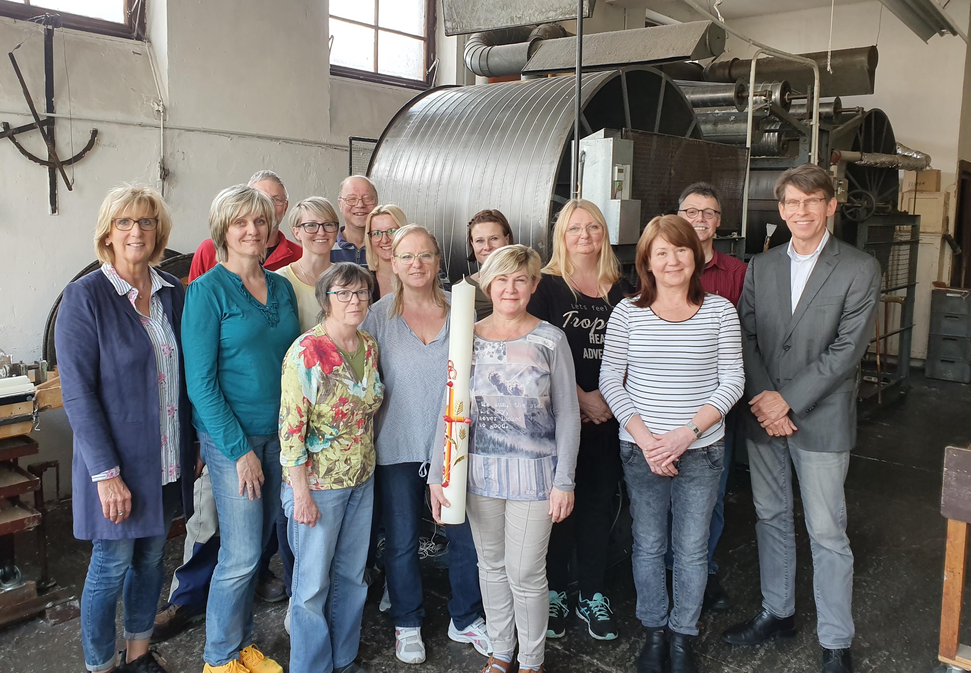 Osterkerzen-Produktions-Team